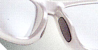 汗などによるゴルフ時のサングラスのズレを防止する設計で制作されたゴルフ用サングラス。
