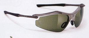 スポーツ用サングラスとしてのゴルフ用サングラスはグリーンのラインがハッキリします。