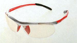 テニス調光サングラスは数少ないテニス用スポーツサングラスで色が変わります。
