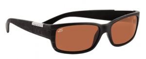 度入りドライブサングラスは車の運転に適したレンズ設計、ドライブに適したカラー選びが大切。