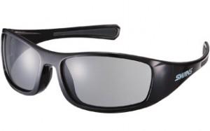 目標物とその背景を鮮明に見ることができるゴルフ専用サングラスはレンズが違います。