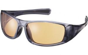 ゴルフどきのサングラスレンズは芝、グリ-ンのギラツキを抑制する偏光サングラスを提案。