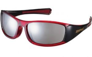 シンプルなゴルフ用サングラスに隠された機能を掲載しているゴルフのためのサングラス。