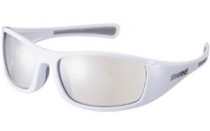 よりずれ難いゴルフどきのサングラスはプレー中にも集中力を保つ1つの武器です。