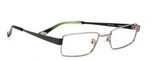 ゴルフと目の関係は重要で、視機能を正確に保つ眼鏡もゴルフプレーには重要です。