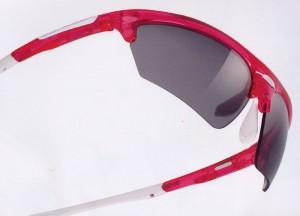 度つきサングラス自転車用として、女性向のカラー、サイズで設計製造しました。