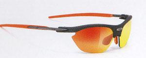 レディース用テニスサングラスは、激しい動きのことを考えたサングラス設計が必要です。