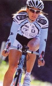 自転車専用度付きサングラス女性用は小顔のデザイン設計で制作されています。