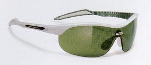 小顔向きの自転車用サングラスは、サイクリングからロードレースまで幅広く装用可能です。