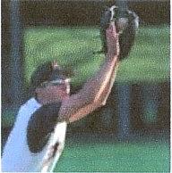 野球どきの跳ね上げ式度入りサングラスは、遠近両用サングラスとしても便利です。