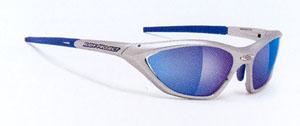 女性用トライアスロンサングラス度入りタイプは、インナーフレームを取り付けるサングラスです。