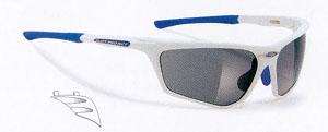 度付き登山用スポーツサングラス選びは、横からの光対策も重要です。
