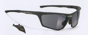 トレッキングどきのサングラスとして、左右からの光源をカットするサイドカバーがあります。