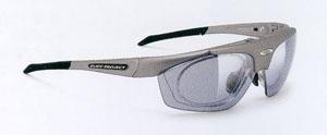 登山用メガネ、登山用サングラスは他のスポーツにおけるスポーツグラスとしても装用可能。