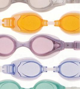 子供の遠視用度つきスイミングゴーグル選びは眼鏡専門店にお任せ下さい。