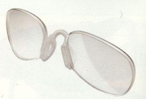 テニス用サングラスは肉眼よりもボールがハッキリ見え、度付き対応が可能なサングラスもあります。