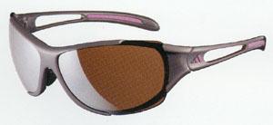 スポーツサングラスにはスポーツに適したサングラス選びが重要。テニス用、ゴルフ用など
