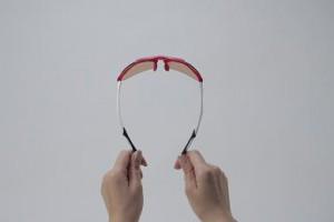 こどもサングラスは大人用を小さくした設計では子供の顔にマッチしない為子供用として製造したサングラスが必要。