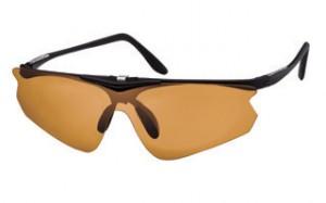 ゴルフどきに便利な跳ね上げサングラス度付きはシニアのゴルファーに便利なサングラス。