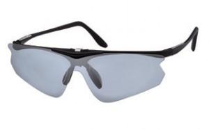 跳ね上げ用ゴルフサングラス度入りは、アダルトの方からシニアのメガネを掛けている方に便利。