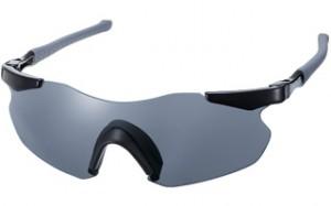 トライアスロン競技のランニング、ロードバイク時のサングラスの特徴として上下左右の視界を確保。