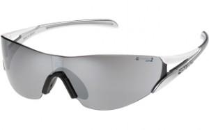 ジョッキング、マラソン、ランニング用サングラスとして開発されたスポーツサングラスです。