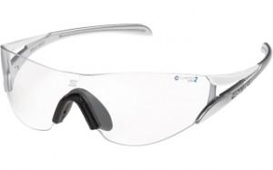 マラソンサングラスは、走りどきの振動によるサングラスの顔への密着度を考慮したサングラスです。