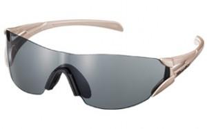 2つの眼を持つ1枚のレンズ「双」マラソンのこと考えマラソン用サングラスとして誕生。