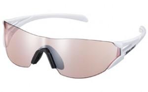 おしゃれな女性用マラソンサングラスには、機能性だけでなくフレームのカラー使いが上品。