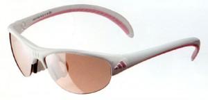 スポーツサングラス選びは、サングラスフレームの機能は当然ですがレンズのカラー、設計も大切です。