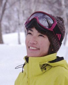 女性用スノーゴーグル度入りは、ゴーグルの内側にインナーフレームをセットします。