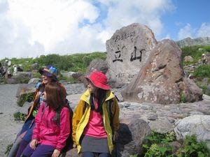 登山用女性スポーツグラス選びは、ファッション性と機能性がマッチしたサングラス選びが重要。