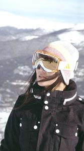 スキーどきのゴーグルは、スキーの環境によってレンズカラー選びも重要です。
