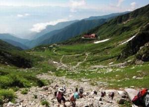 山ガールの方々のために、機能性とファッション性を加味した登山用サングラスがあります。