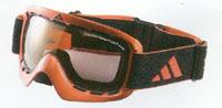 スキー用ゴーグル度付きは、近視用や乱視用や遠視用や遠近両用で作成できます。