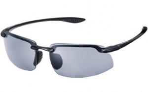 野球に適した軽くてズレにくいスポーツ用サングラス選びは、信頼のメガネのアマガンにお任せ下さい。