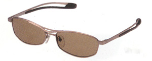 ゴルフ時の偏光サングラスは、一般のサングラスと違って視界がクッキリとします。