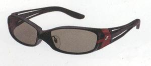 スポーツサングラスの偏光レンズは、テニスに適した偏光レンズ選びが大切です。