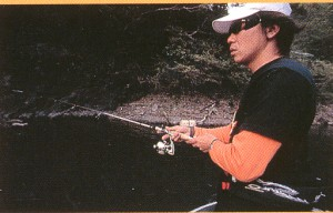 釣り時の偏光サングラスは、一般のサングラスと違って視界がクッキリとします。