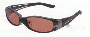 スポーツサングラスの偏光レンズは、ヨットやセーリングに適した偏光レンズ選びが大切です。