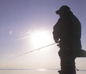 スポーツサングラスの度付き偏光レンズは、釣りに適した偏光レンズ選びが大切です。