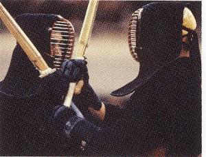 剣道用スポーツグラスが必要な理由. 通常のメガネでは面の中に入らない場合も多い。