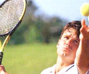 スポーツグラス専門店には、テニスに適したサングラス&度付きサングラスがあります。