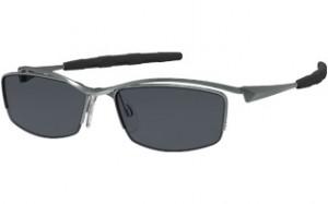 跳ね上げ式スポーツサングラスはゴルフ時にとても便利なサングラスです。