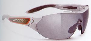 スポーツ時の度つきサングラス選びはスポーツ競技に応じたサングラス選びが大切。