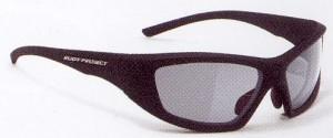 激しいスポーツのサングラスには、スポーツに適した度つきスポーツサングラスがあります。