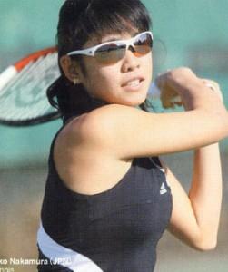 女性用スポーツサングラス度付きは小顔向きに設計されています。