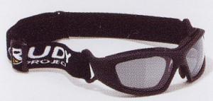 激しいスポーツの眼鏡には、スポーツに適したスポーツグラス度入りがあります。