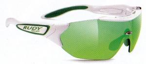 度付きのスポーツサングラス選びはスポーツ競技に応じたサングラス選びが大切。