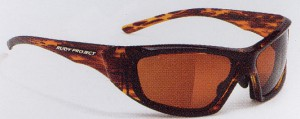 激しいスポーツのサングラスには、スポーツに適したスポーツサングラス度入りがあります。